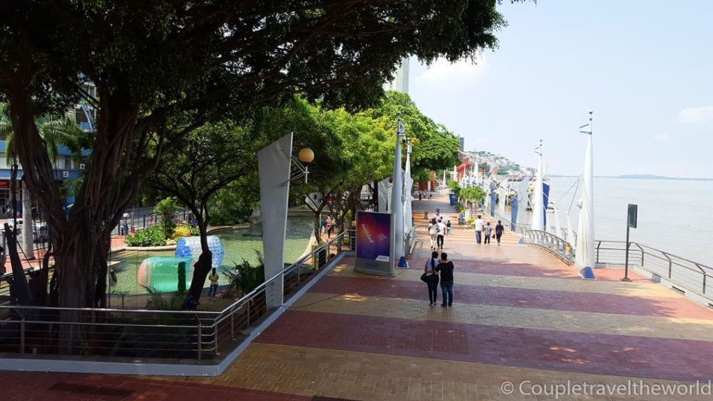 Guayaquil-Boardwalk-Mallecon