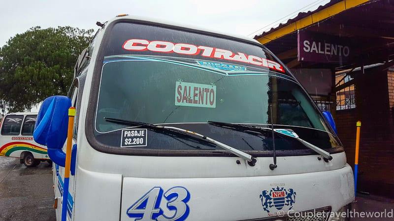 es una Salento tour bus san driver