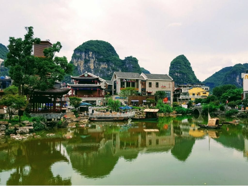A photo of the pretty town of Yangshuo, China, things to do in Yangshuo, yangshuo town, yangshuo west street