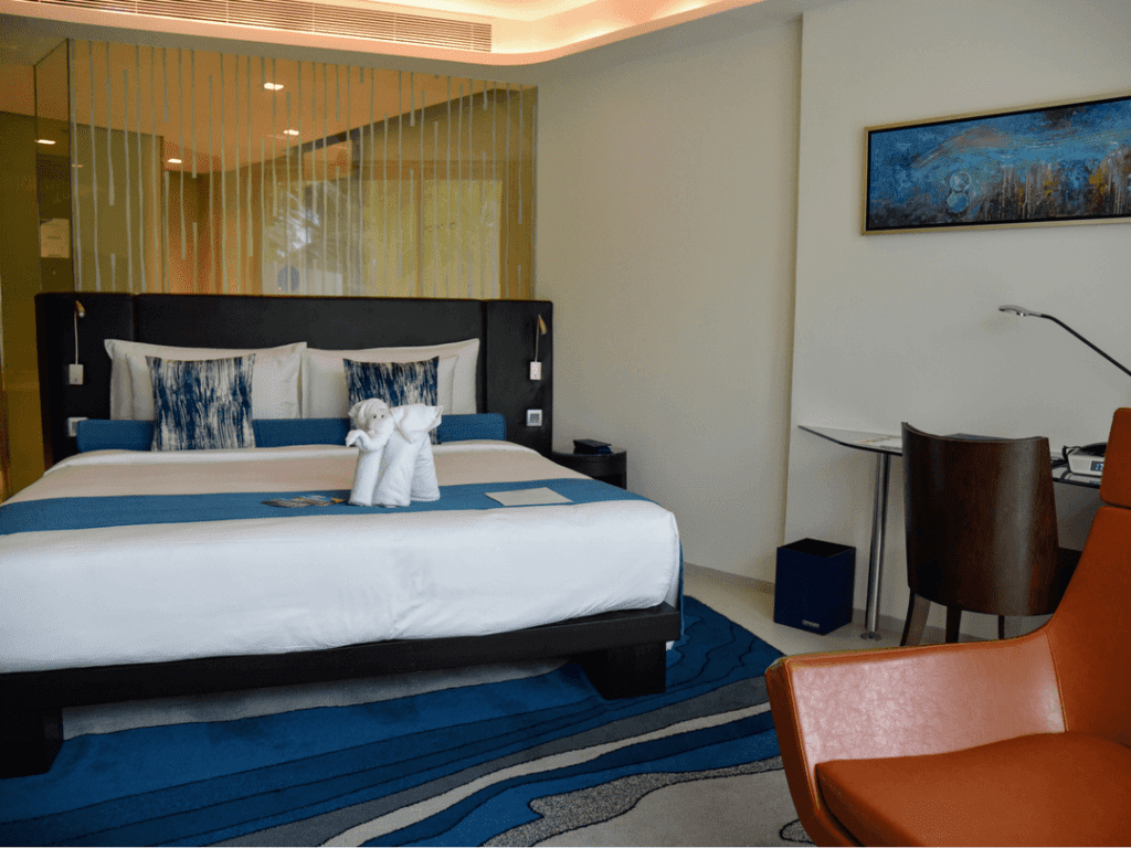 An-image-showing-5-star-luxury-hotel-room-in-Phuket