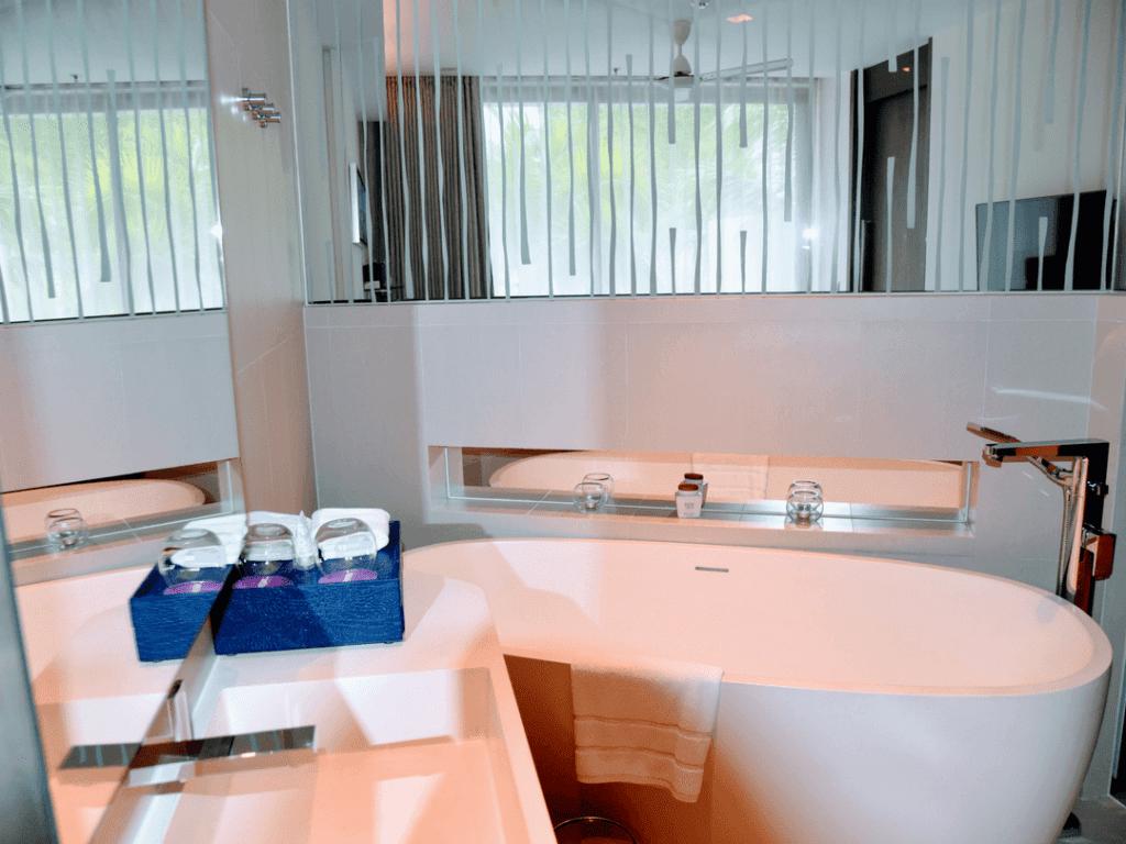 An-image-showing-5-star-luxury-bathroom-phuket