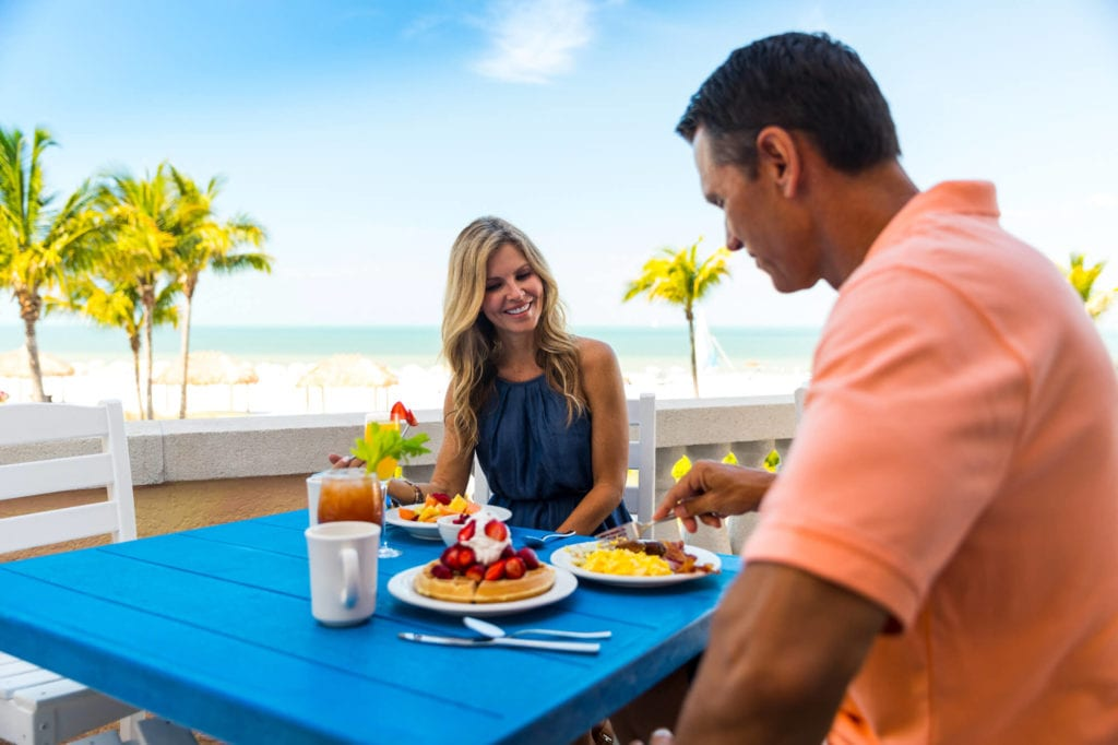 A-couple-dining-at-Fort-Myers-Beach