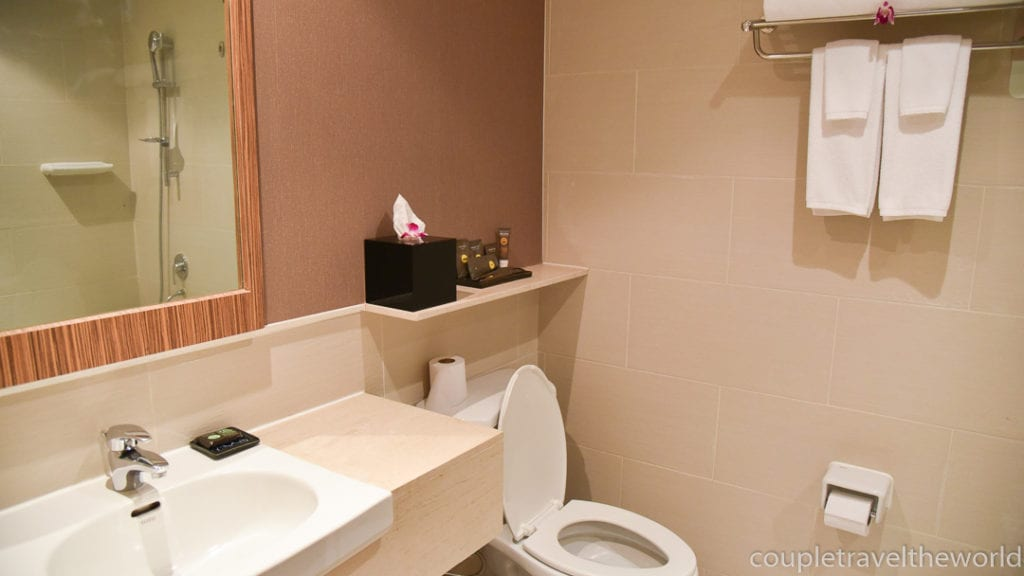Bathroom Novotel Surin Beach