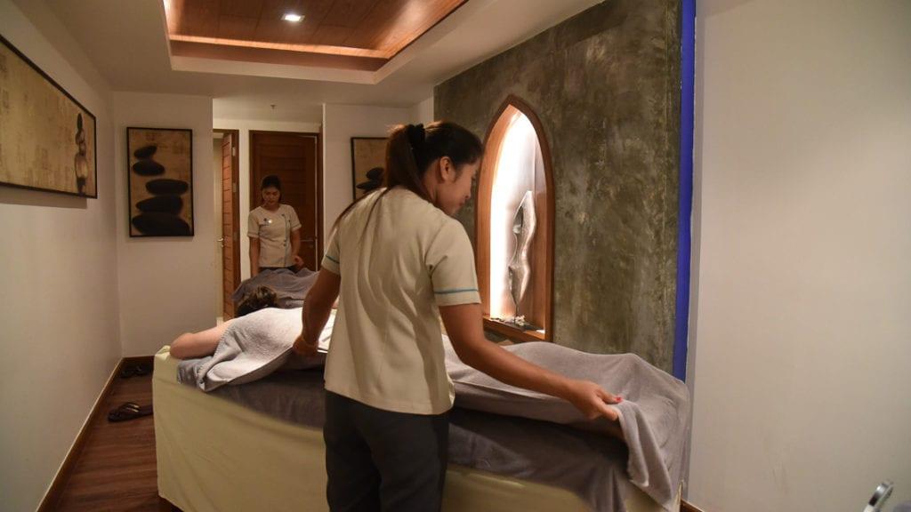 Novotel Phuket Karon Beach massage