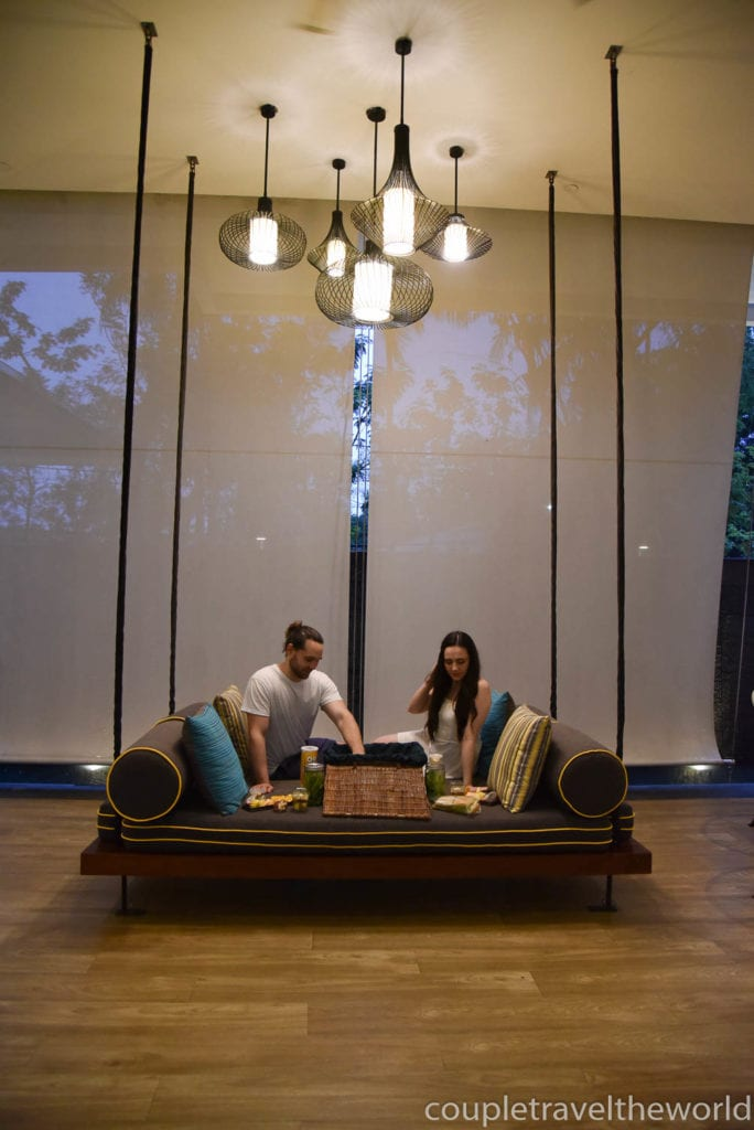 indoor-picnic-romantic-rainy-day-ideas