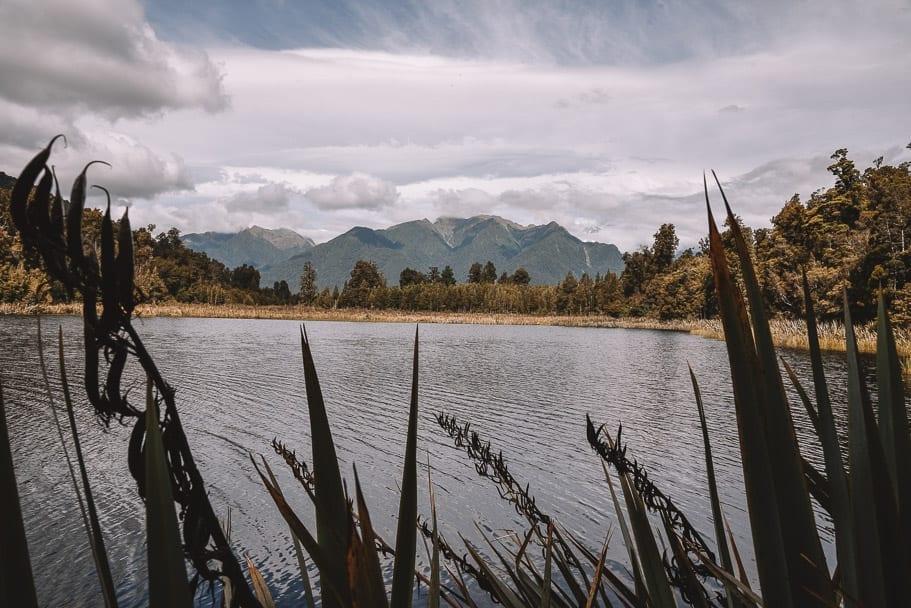 lake-matheson, lake-matheson-franz-josef, lake-matheson-viewpoint, lake-matheson-instagram, south-island-road-trip-destinations, things-to-see-south-island-new-zealand, 14-day-nz-itinerary