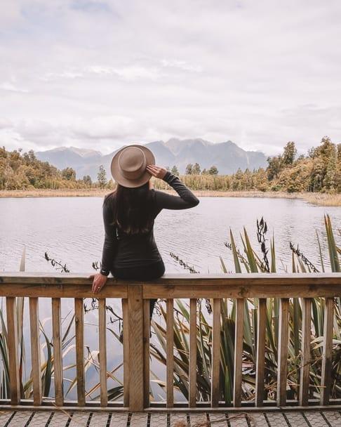 lake-matheson, lake-matheson-instagram, coupletraveltheworld, franz-josef-day-trip, lake-matheson-franz-josef, lake-matheson-viewpoint, lake-matheson-instagram, south-island-road-trip-destinations, things-to-see-south-island-new-zealand, 14-day-nz-itinerary