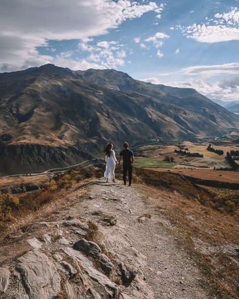 coupletraveltheworld, travel-couple, couple-travel-bloggers, couple-sunset, queenstown, lake-wanaka, queenstown-lake-wanaka, new-zealand-south-island-itinerary