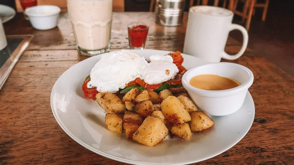 Cornerhouse-Hotel-Moyogalpa-breakfast