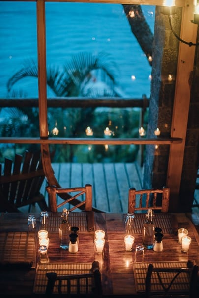 candlelight-dinner-indoor-date-ideas-for-couples