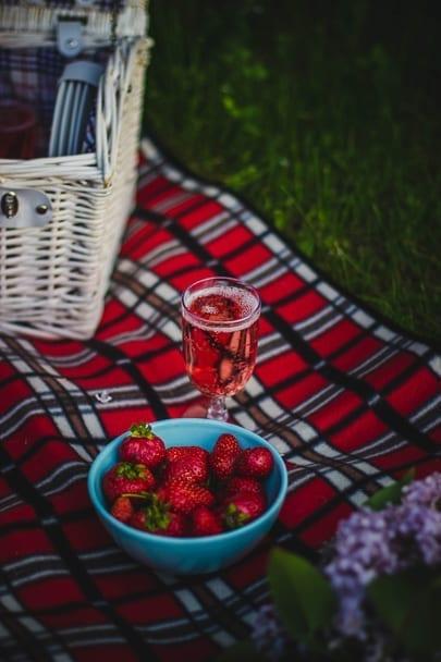 Cute-date-ideas-picnic