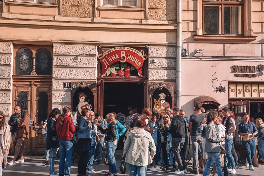 Pyana Vishnya, lviv nightlife