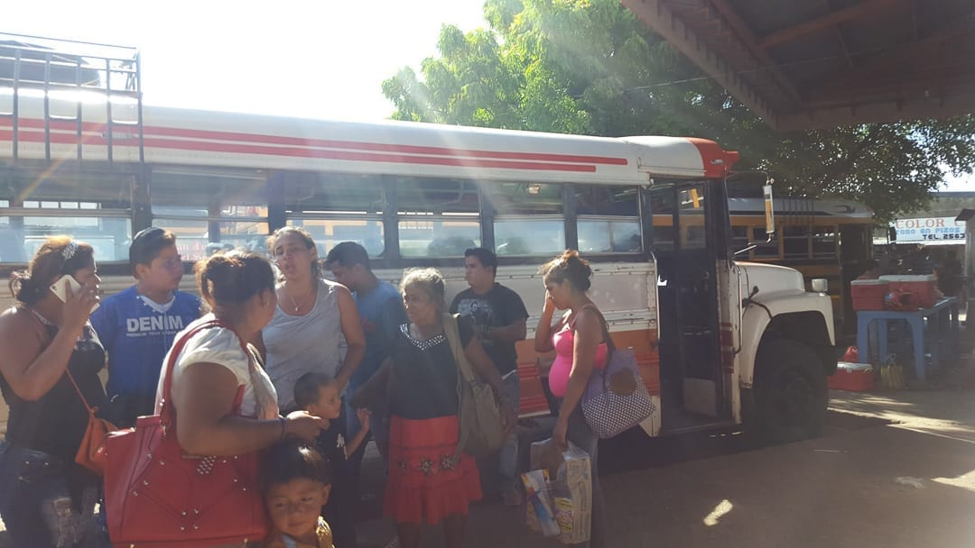 People-catching-the-bus-from-san-juan-del-sur-to-granada-via-rivas
