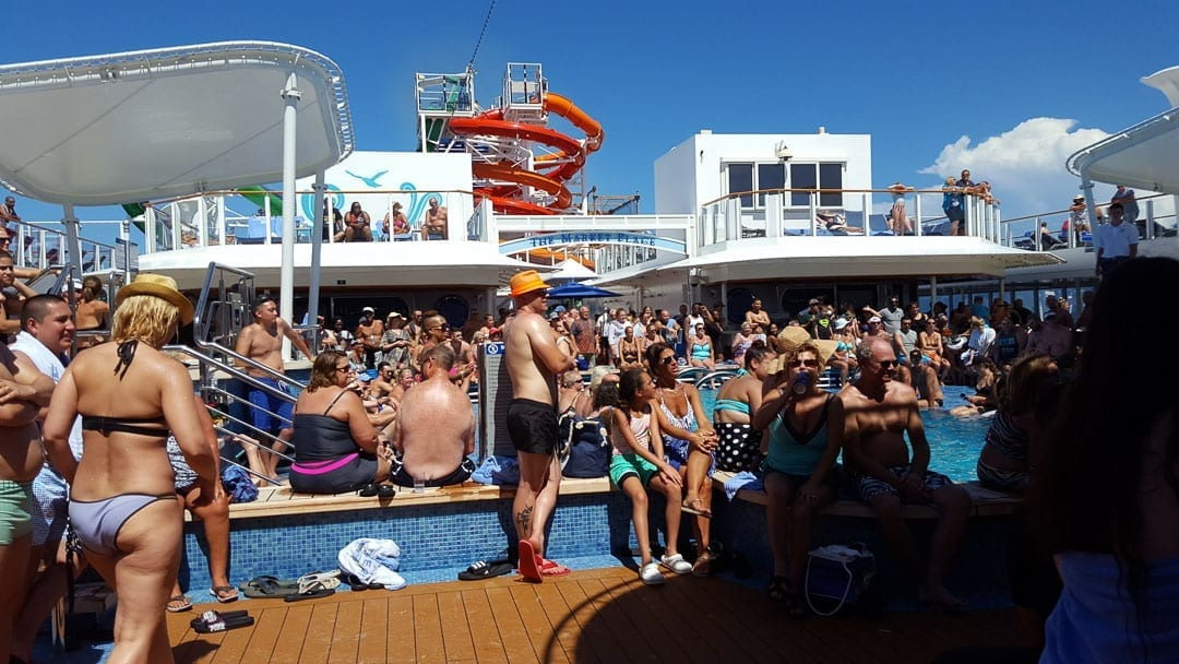 cruisers-enjoying-pools-slides-hot-tubs-norwegian-getaways