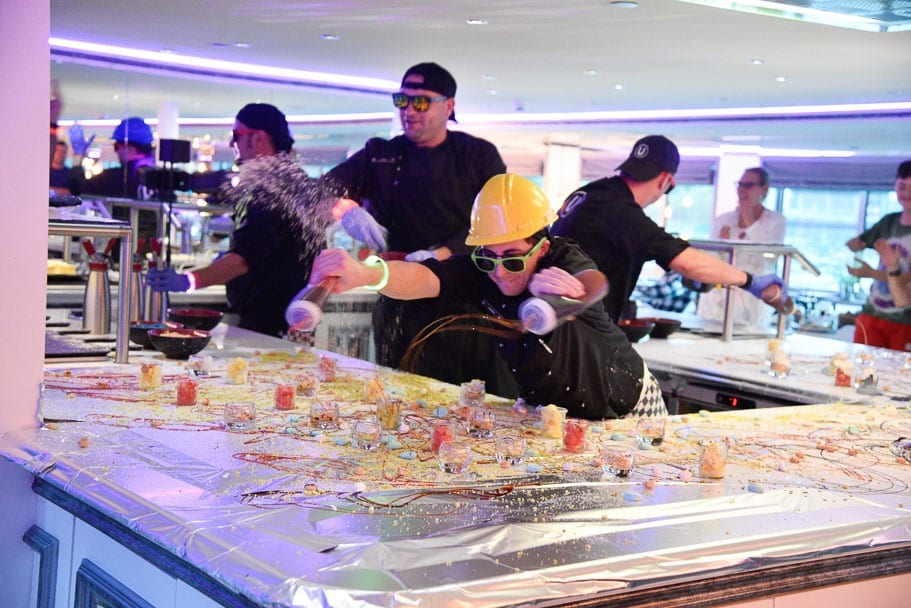 U-river-cruise-dining