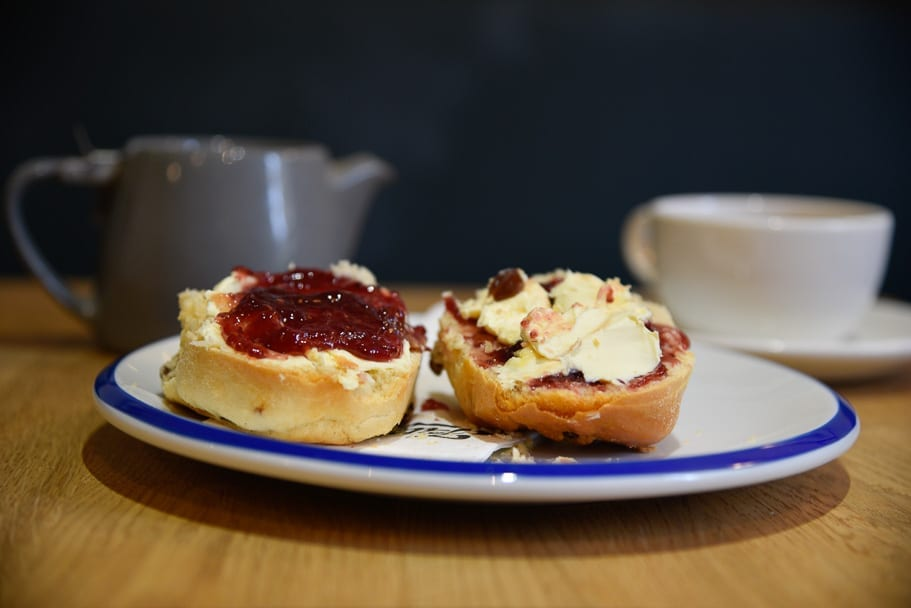 cornish-or-devon-cream-tea