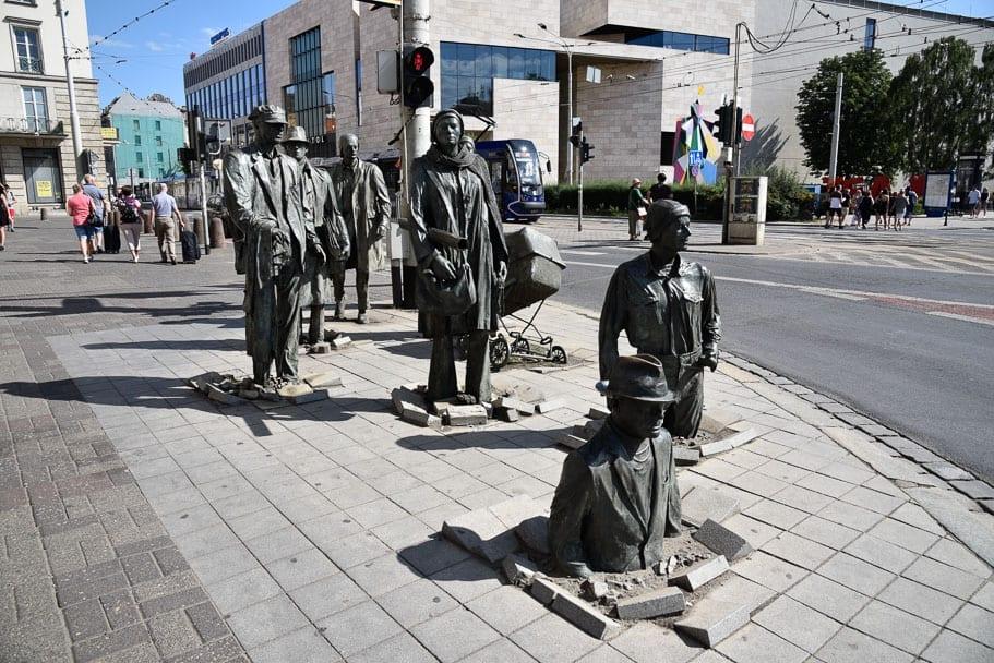 Przejście-statues-Wroclaw