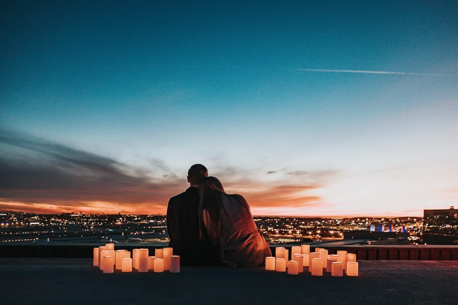 date-ideas-summer-candlelit-sunset-couple