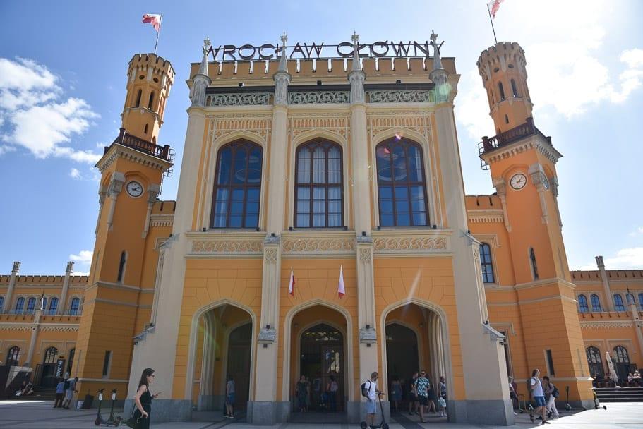 Wroclaw-Glowny-train-station-central