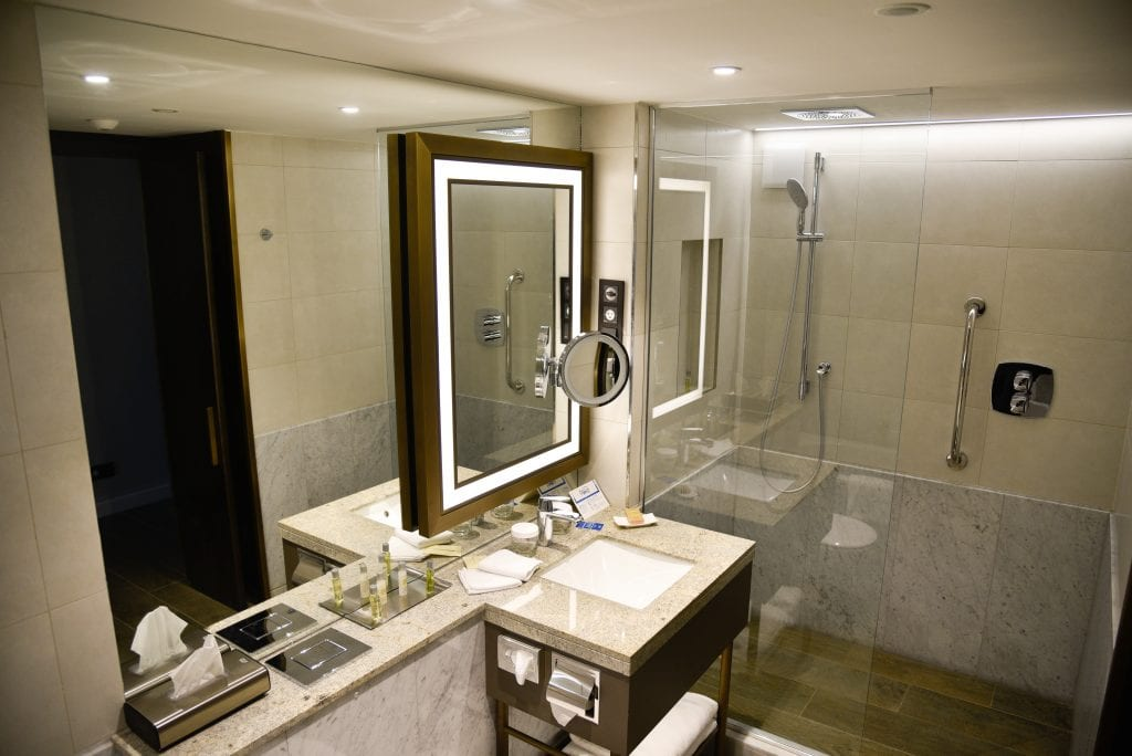 hilton-budapest-review-bathroom