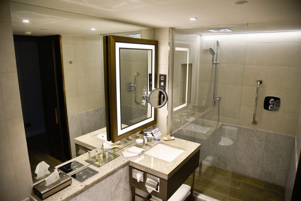 hilton-budapest-review-bathroom