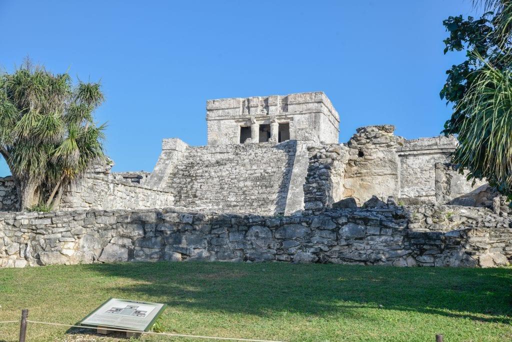 tulum-ruins-Pyramid-El-Castillo
