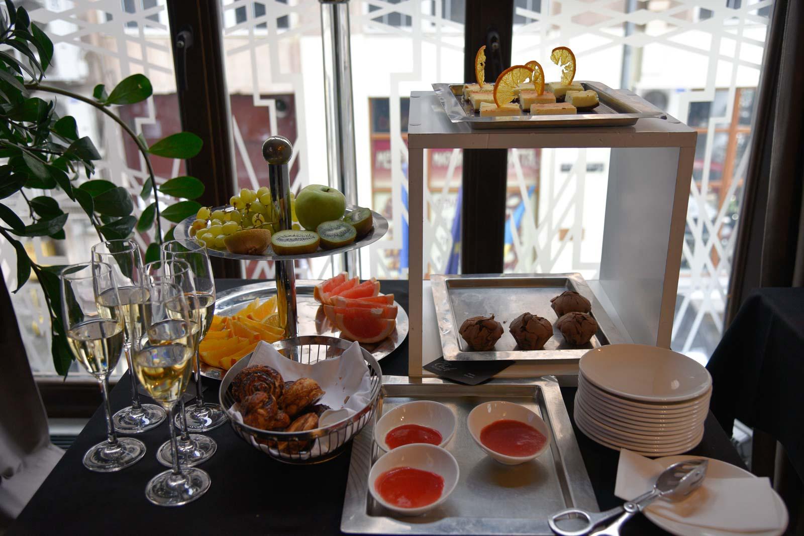 champagne-breakfast-luxury-lviv-hotel