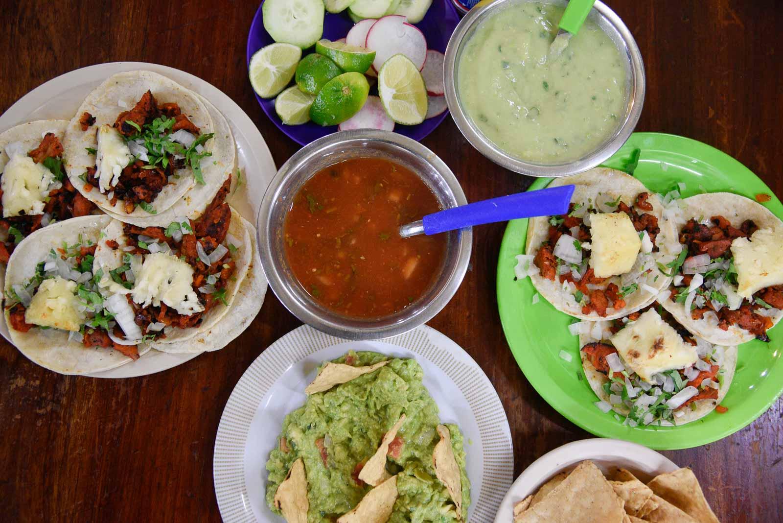 tacos-guacamole-salsa-cerveza