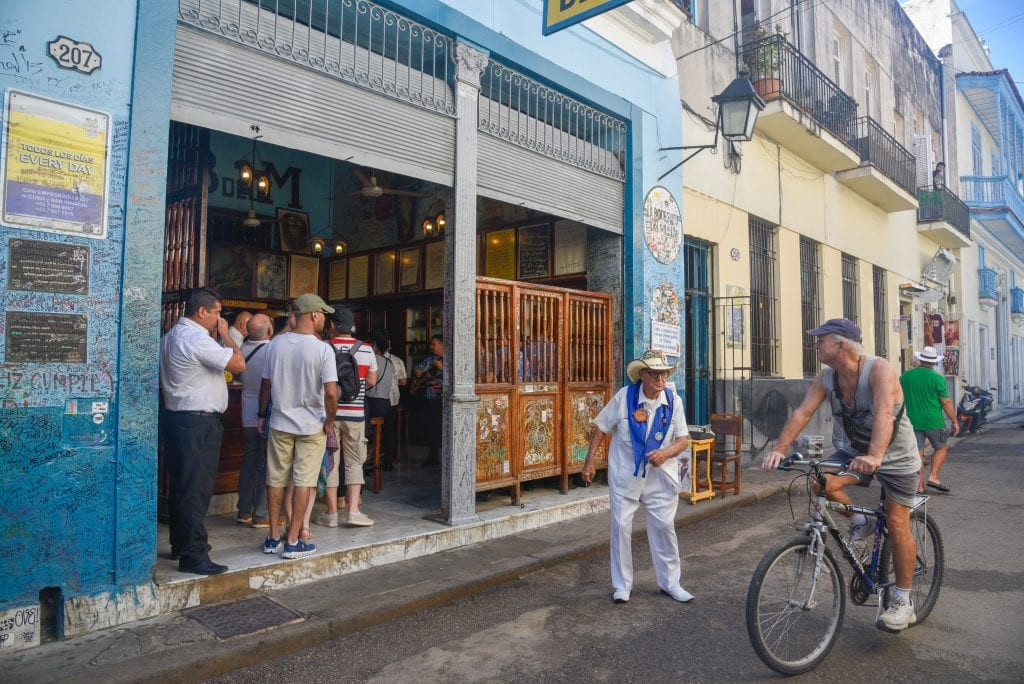 things-to-do-in-Havana-cuba-La-Bodeguita-hemingway