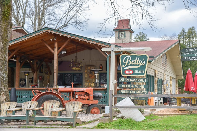 helen-ga-bettys-countrystore