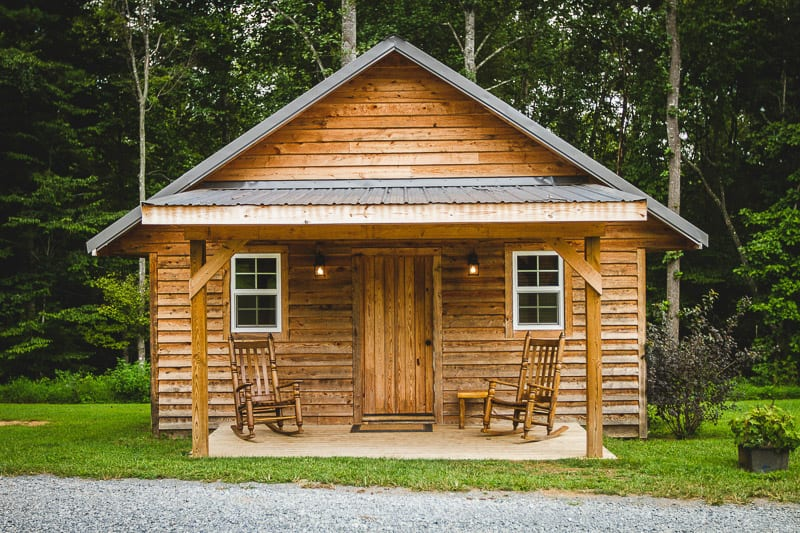 wood-cabin-for-romantic-getaway-helen-ga