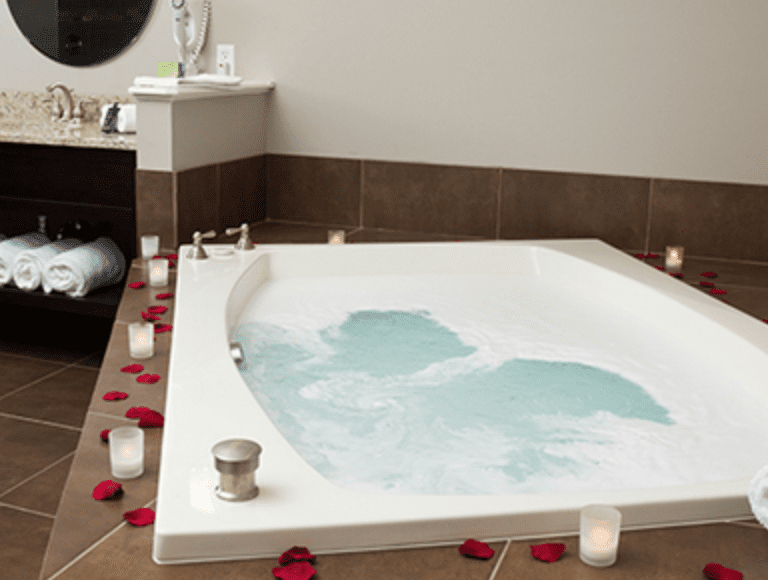 21 Best Jacuzzi Suites In Ohio For Your Next Romantic Getaway