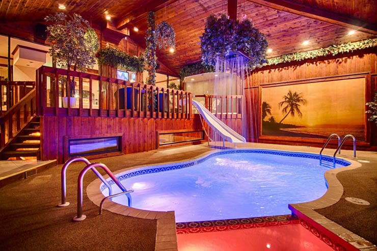 12 Romantic Chicago Hotels With Hot Tub Whirlpool Or Jacuzzi In Room