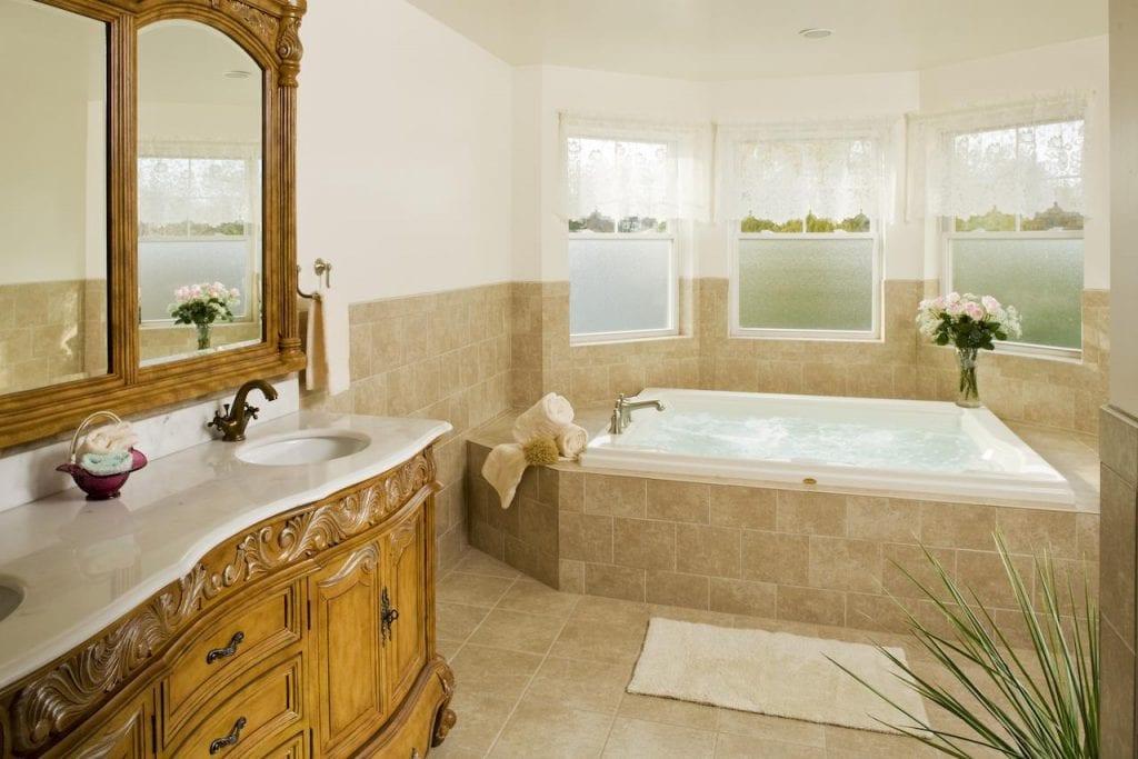 romantic-hot-tub-suites