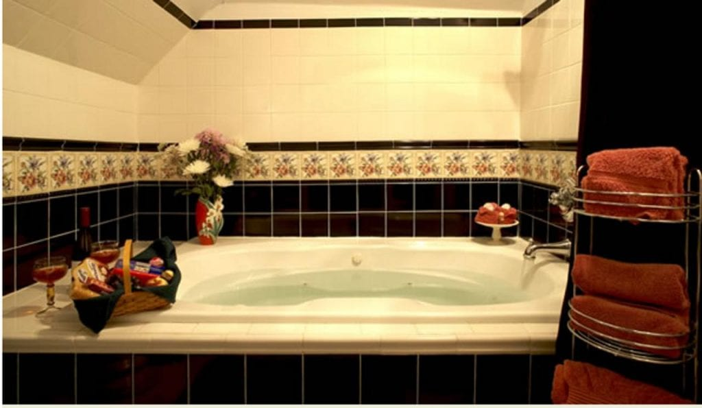 whistling-inn-hot-tub-suites-new-jersey