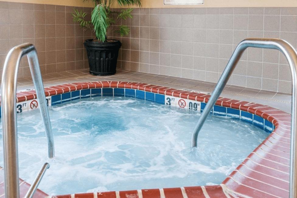 romantic-hot-tub-suites-indiana