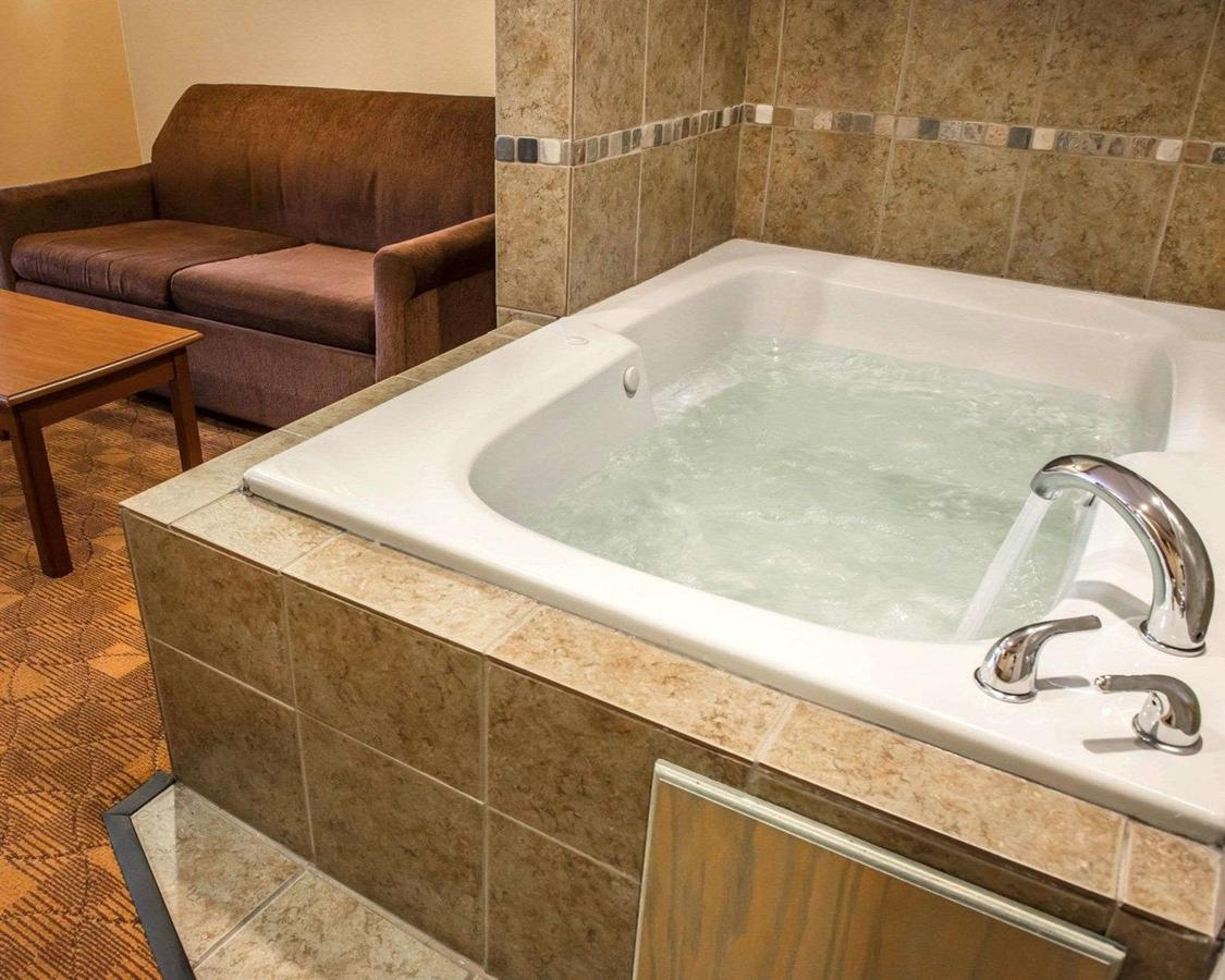 hot-tub-in-room-hotel-pa