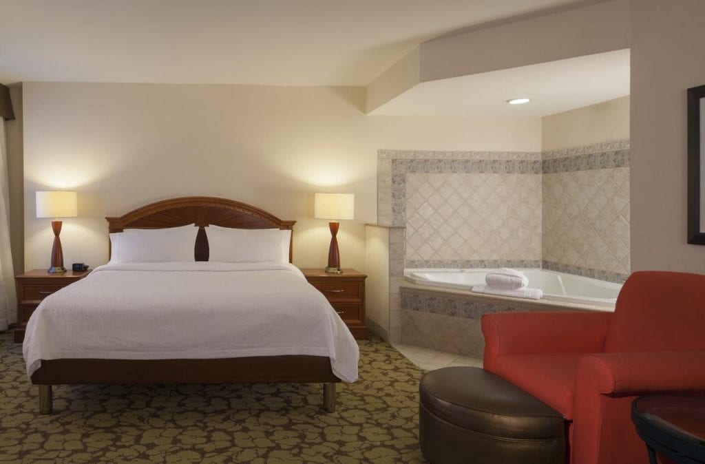 14 Best Hotels with Jacuzzi In Room In VA For Your Romantic Getaway