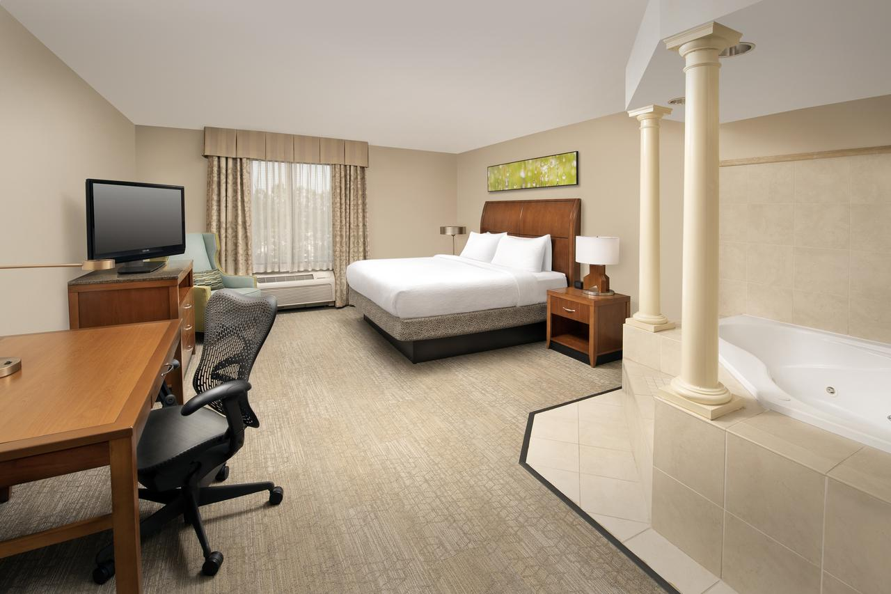 the-very-best-hot-tub-suites-in-atlanta