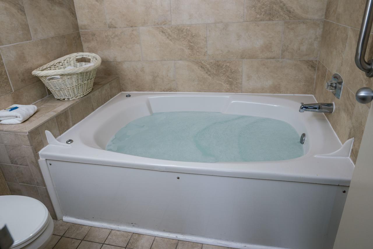 virginia-hot-tub-suites