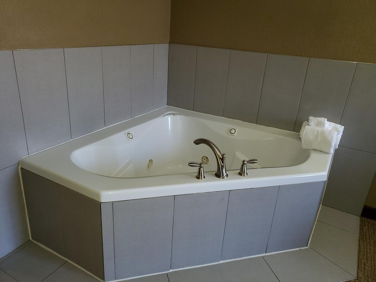 west-western-pa-whirlpool-suites