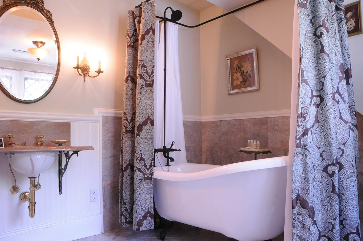 couples-rooms-nc-with-hot-tubs