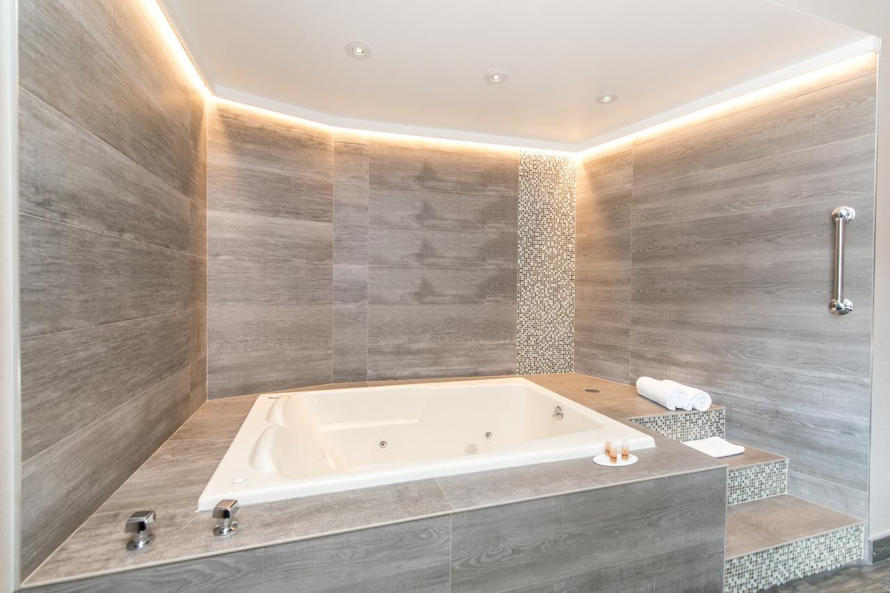 ramada-hot-tub-suite-new-york