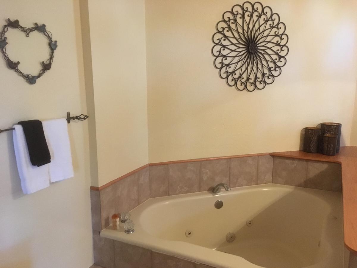 hotel-hot-tub-suites-jacuzzi-denver