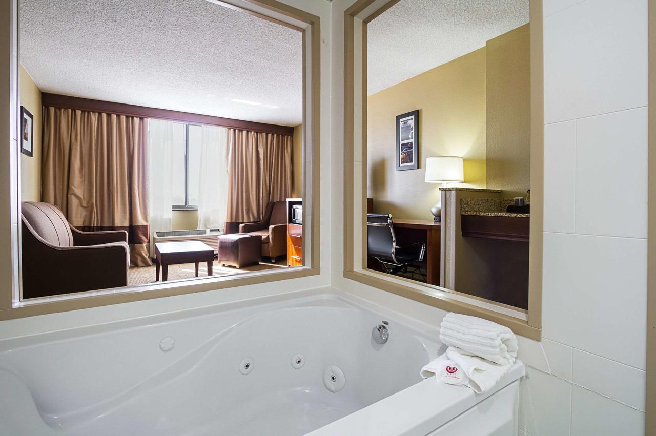 best-jacuzzi-suites-cleveland