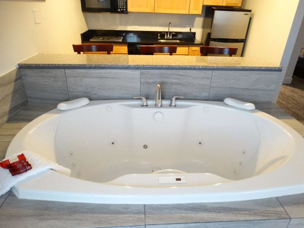 8 Romantic Denver Hotels With Hot Tubs In Room