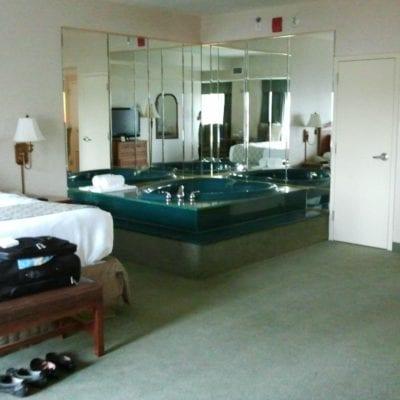 MISSOURI JACUZZI HOTELS: Kansas City + St Louis Hot Tub Suites