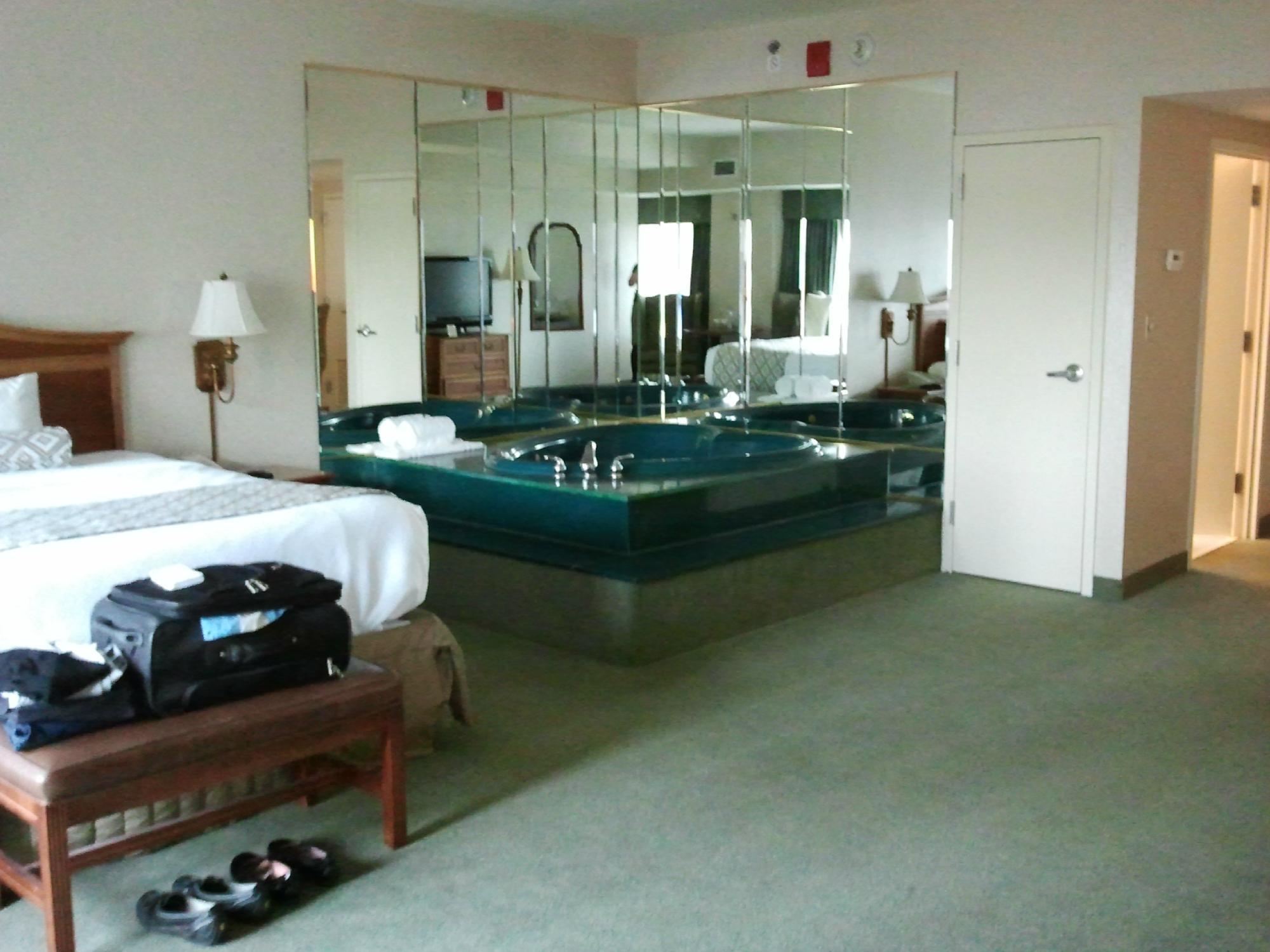 Hotel Hot Tub Suites With Jacuzzi In Room Whirlpool Or Jetted Spa