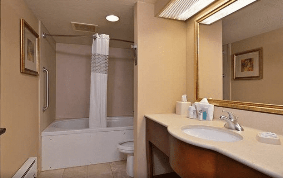 Pittsburgh Hotels with Jacuzzi