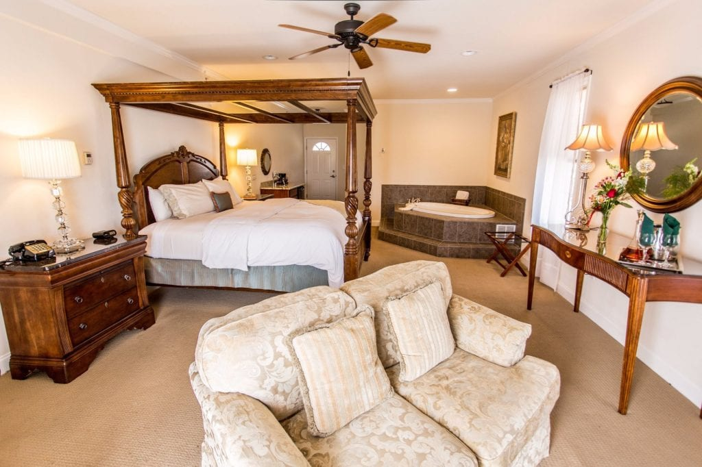 Poconos hotels with jacuzzi in room: 7 Romantic Suites With Whirlpool AND Fireplace!
